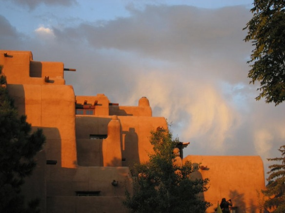 The Loretta Hotel in Santa Fe (courtesy Wikimedia)
